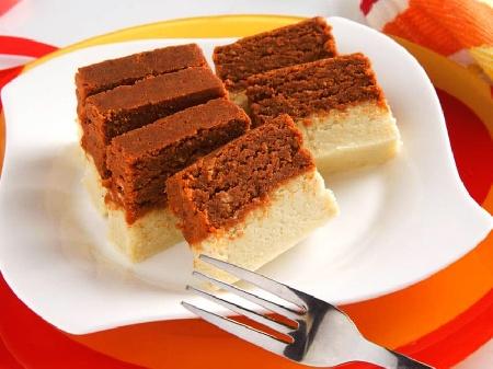 Индийски двуцветен (шарен) сладкиш с шоколад, какао и сметана - снимка на рецептата